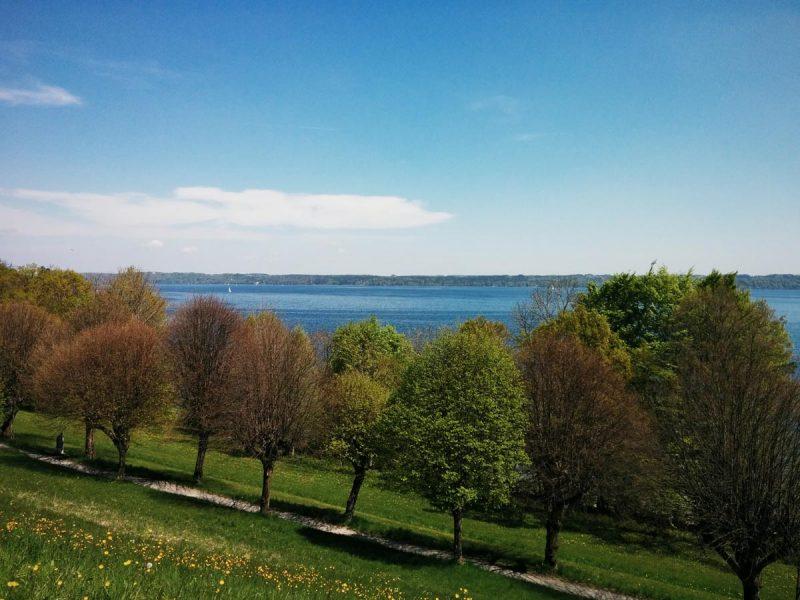 Johannishügel Tutzing im Frühling